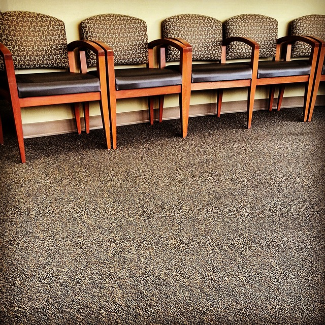 chairs-325709_640