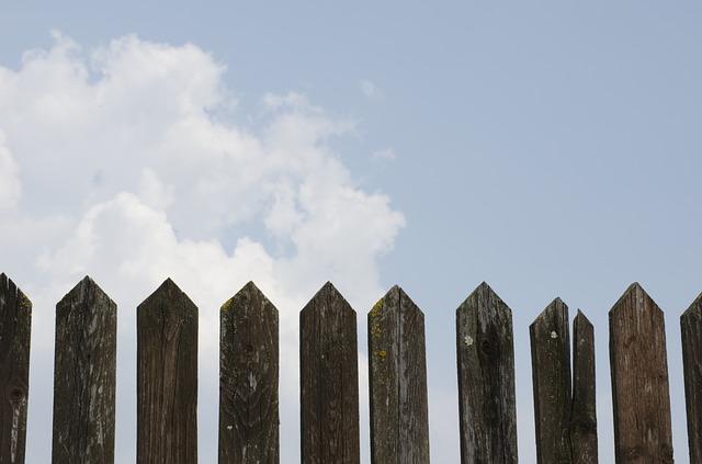 fence-1144729_640
